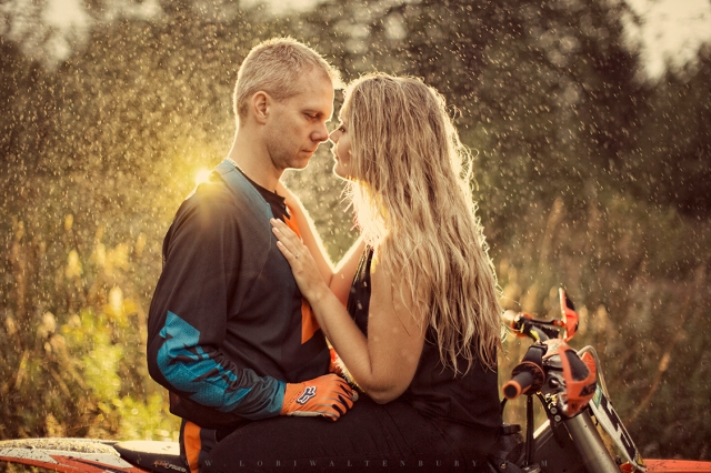 MOTORCROSS_engagement_shoot_creative_rain_kissing_midland