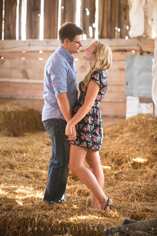Barn_closeup_couple_engagement_photo