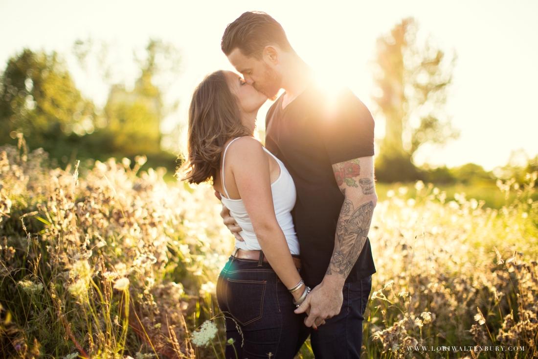 KISSING_IN_FEILD